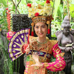 Put on traditional costume in Bali and dance costume and take a ceremonial picture